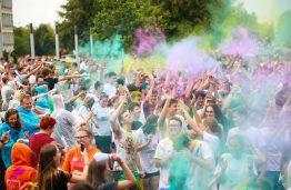 KTU mokslo metus pasitiko pakilia nuotaika, spalvų pliūpsniais ir energinga muzika
