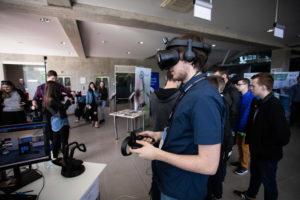 """Jubiliejinės inovacijų parodos KTU """"Technorama 2021"""" istorija: nuo popierinių prezentacijų iki virtualių 3D eksponatų"""